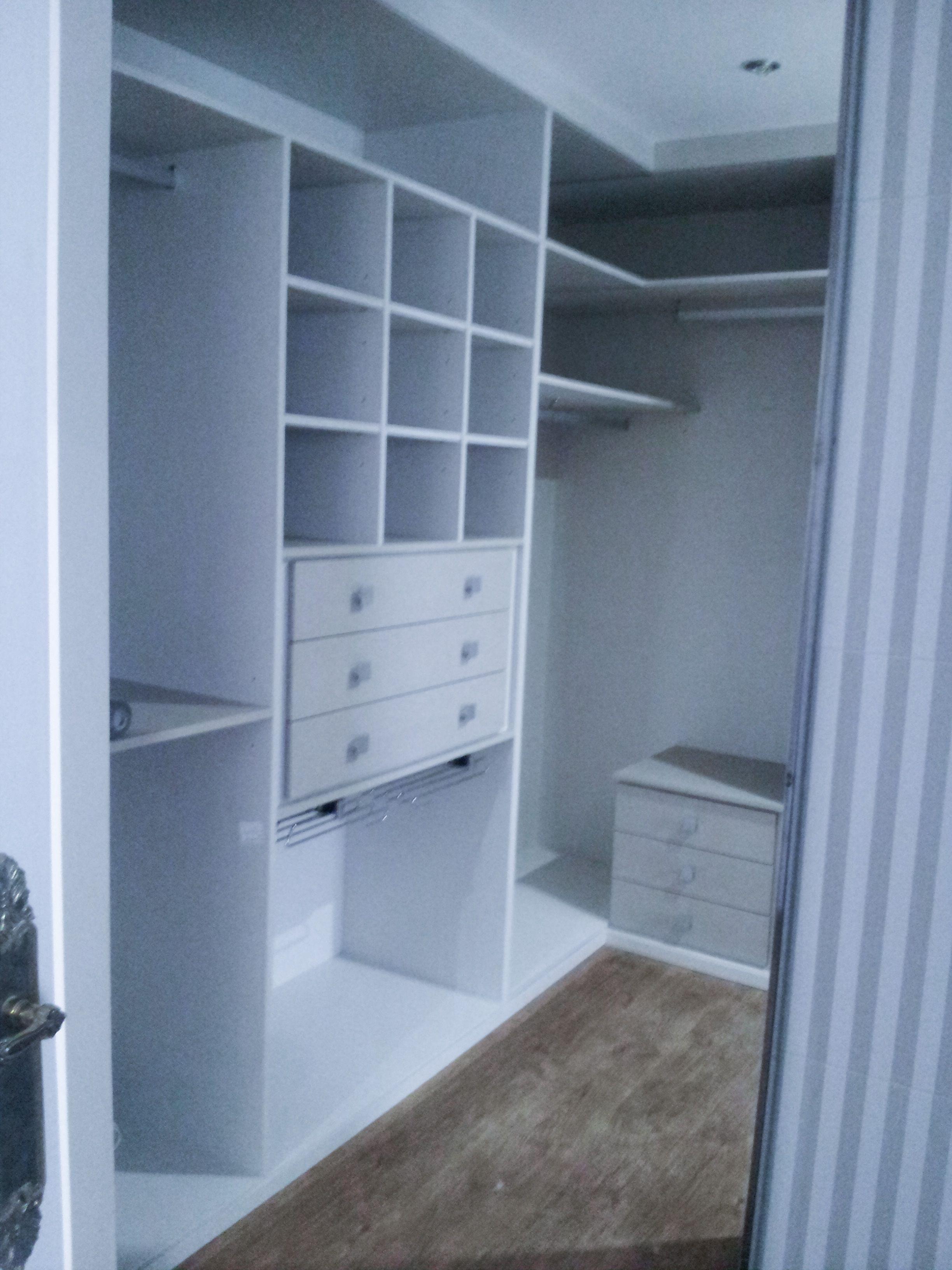 Diseño e instalación de vestdores en Burgos. Armarios Spacio